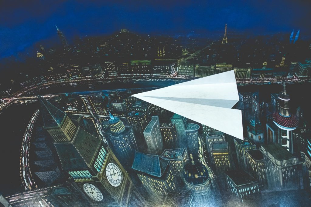 รูปภาพ 3 มิติเครื่องบินกระดาษ