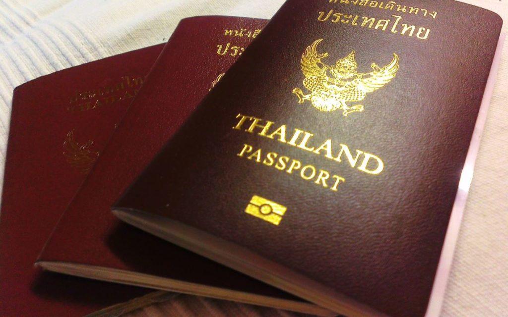 ความแตกต่างระหว่าง visa กับ passport